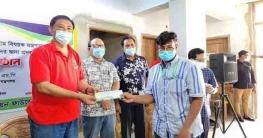বান্দরবানে অসচ্ছল ছাত্র-ছাত্রীদের অনুদান দিলেন পার্বত্যমন্ত্রী