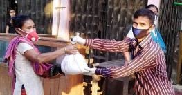 বান্দরবানে নিজস্ব তহবিলে অসহায় পরিবারের পাশে সুয়ালকের এনামুল হক