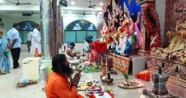 বান্দরবানে সনাতন ধর্মাবলম্বীদের দূগাপূজা:করোনা আর বৃষ্টিতে ম্লান আনন্দ