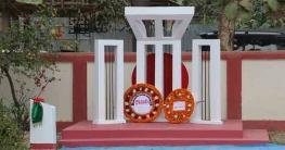 বান্দরবানের সুয়ালকে রবিন বাহাদুর শিক্ষার্থীদের উপহার দিলেন শহীদ মিনার
