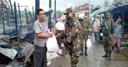 বান্দরবানের রোয়াংছড়িতে আগুনে ক্ষতিগ্রস্থদের পাশে সেনাবাহিনী
