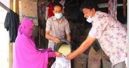 বান্দরবানে অসহায়দের চাল দিলেন প্যানেল মেয়র সৌরভ দাশ শেখর