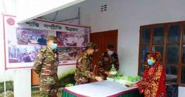 বান্দরবানে আশ্রয়কেন্দ্রে খাবার বিতরণ করলো সেনাবাহিনী